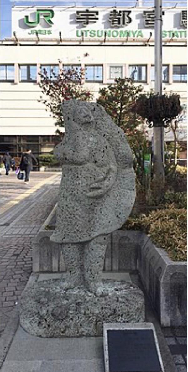 宇都宮駅前 餃子像